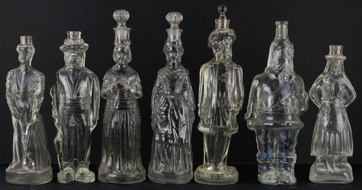 Colecção de 15 garrafas de vidro