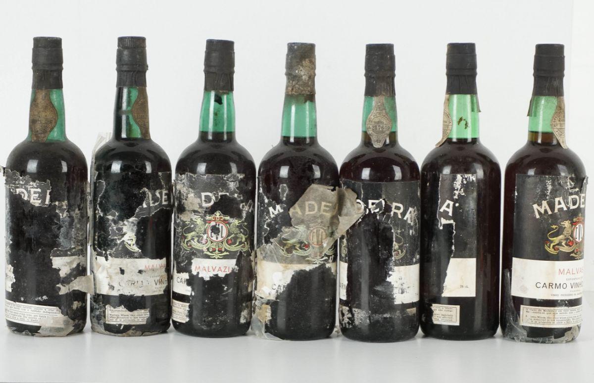 13 Garrafas de Vinho da Madeira