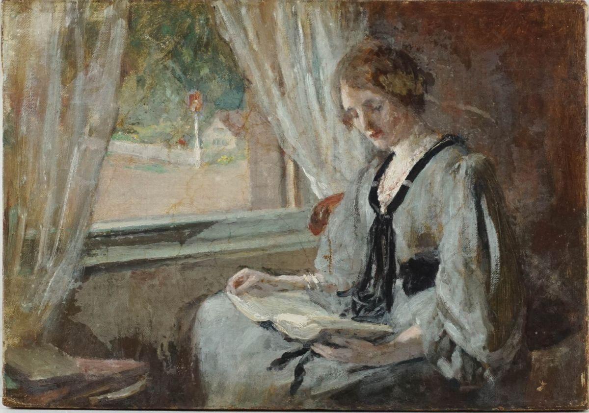 Mulher lendo à Janela